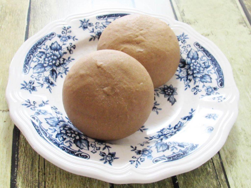 マイセン玄米丸パン焙煎黒焼き盛り付け例